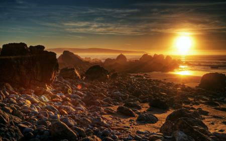 Фото закат, море, камни, песок