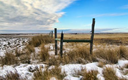 Фото поле, снег, забор, небо