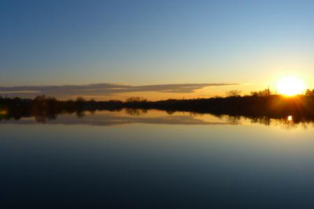 Заставки река, отражение, солнце, облака