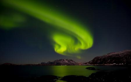 Фото горы, море, залив, ночь