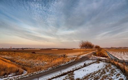 Фото поле, дорога, забор, снег