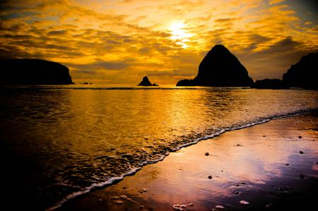 Картинки море, пена, пляж, скалы