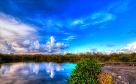 Обои озеро, площадка, небо, облака