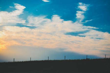 Обои небо, облака, закат, ограждение