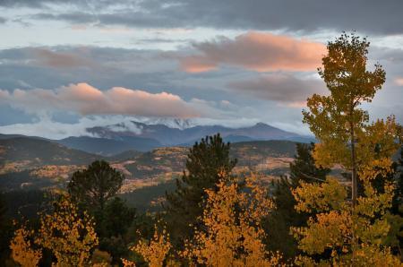Обои осень, горы, деревья, облака