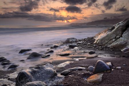 Заставки море, камни, облака