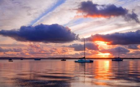 Обои небо, море, облака, лодки