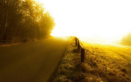 Заставки дорога, туман, забор, поле