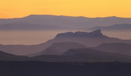 Обои горы, туман, закат, пейзаж