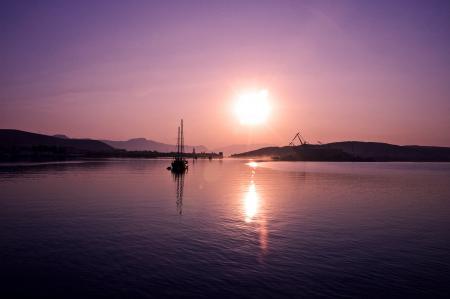 Заставки вечер, сиреневый закат, город, море