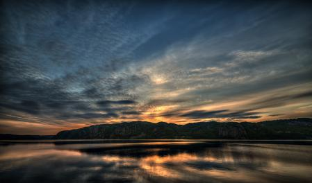 Обои озеро, сумерки, скалы, отражение