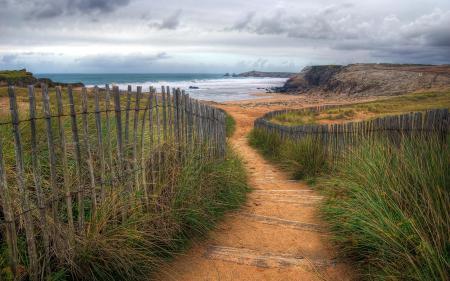 Обои дорога, забор, море