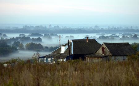 Заставки поле, дома, туман, пейзаж