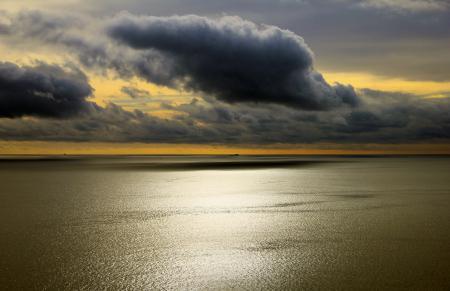 Фото море, гладь, небо, облака