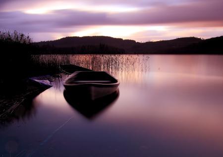 Фото озеро, небо, лодка, закат