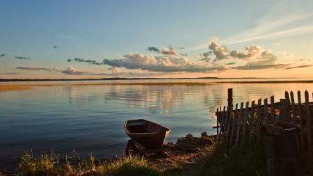 Картинки лодка, вода, забор, небо
