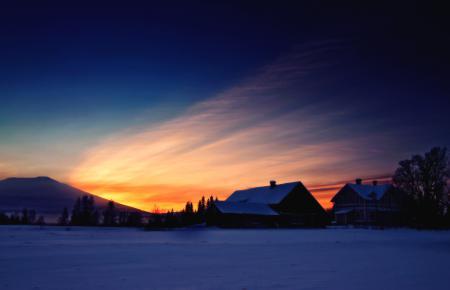 Фото зима, снег, закат, гора