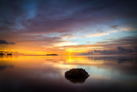 Обои закат, небо, море, камень