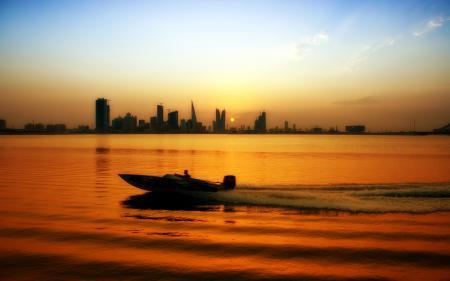 Картинки город, река, закат, лодка