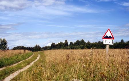 Заставки поле, дорога, знак, пейзаж