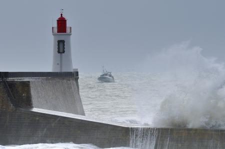 Обои маяк, море, корабль