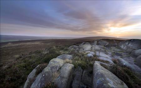 Заставки поле, камни, закат, пейзаж