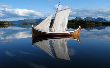Обои река, вода, лодка, парус. отражение