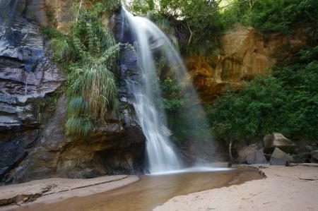 Обои водопад, скалы, песок, трава