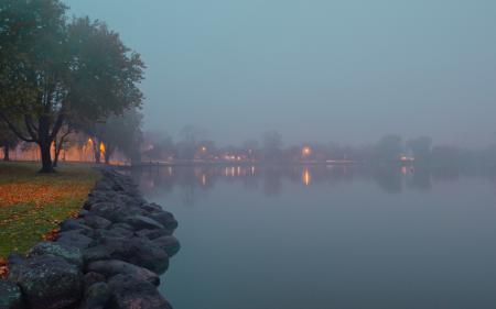 Заставки озеро, туман, огни, деревья