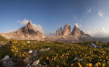 Фото горы, облака, небо, цветы