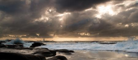 Фото море, волны, парусник, пляж