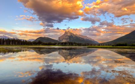 Картинки Горы, озеро, небо, закат