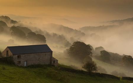 Обои утро, дом, поле, туман