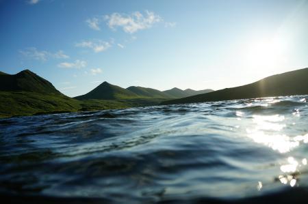 Обои вода, река, горы, солнце