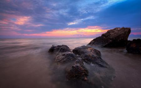 Заставки закат, камни, океан, облака
