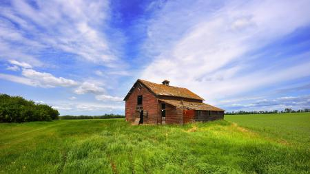 Заставки домик, зеленое поле, небо