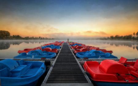 Обои озеро, мост, лодки, пейзаж