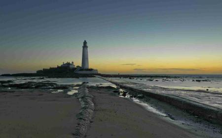 Обои море, маяк, закат, пейзаж