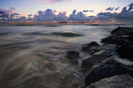 Картинки море, пирс, закат, камни