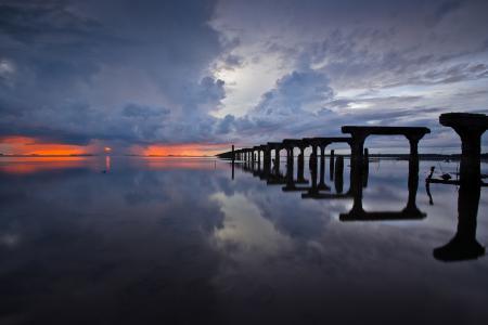 Заставки море, небо, закат, скелеты