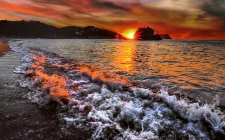 Обои море, закат, волны, пена