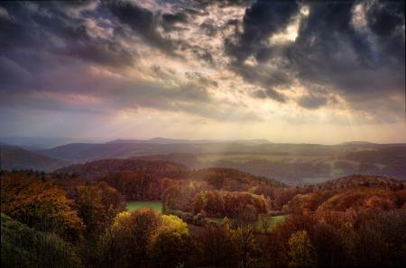 Обои осень, долина, небо, свет