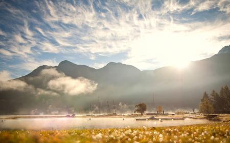 Фото Горы, озеро, туман, солнце