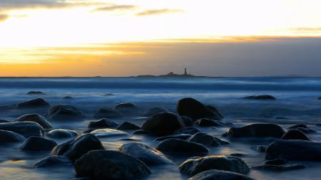 Фото ночь, море, маяк, камни