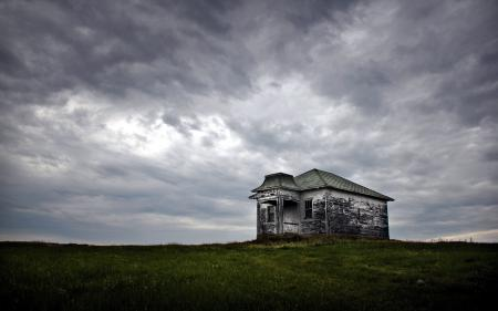 Фото поле, дом, пейзаж