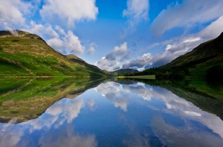 Обои озеро, горы, облака, отражение