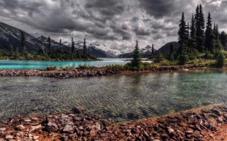 Обои небо, горы, камни, речка