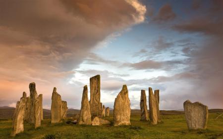 Фото камни, столбы, трава, небо