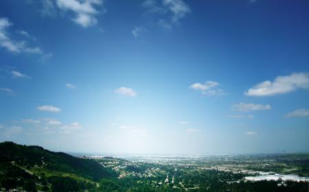 Обои город, холмы, зелень, небо