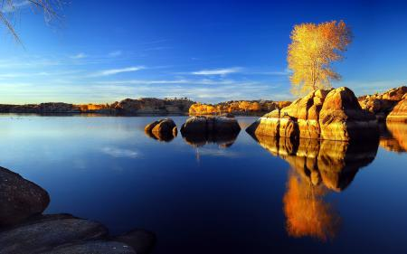 Заставки озеро, камни, дерево, небо